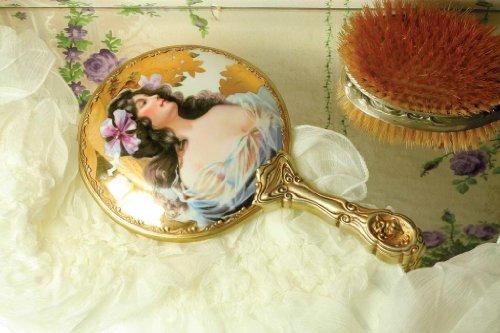 Charlotte'S Dream Heirloom Hand Mirror front-1049081