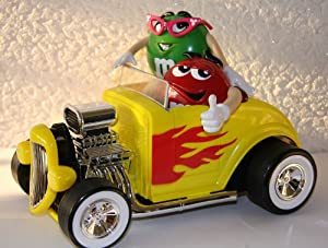 M&M's/M&M -  DISTRIBUTEUR DE BONBONS (Dispenser) - HOT ROD RACER / voiture / automobile jaune avec rouge & vert figurine / Red & Lady Green (env. 28 x 19 x 15 cm) - neuf