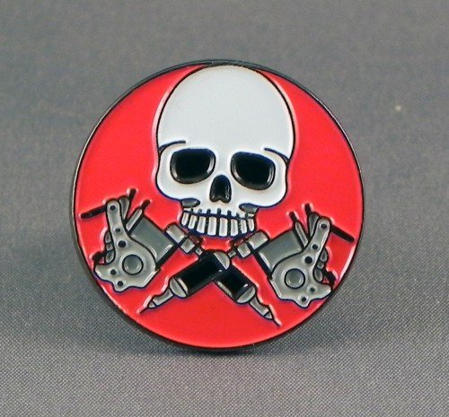 metal-email-badge-a-epingle-broche-tatouage-crane-et-pistolets