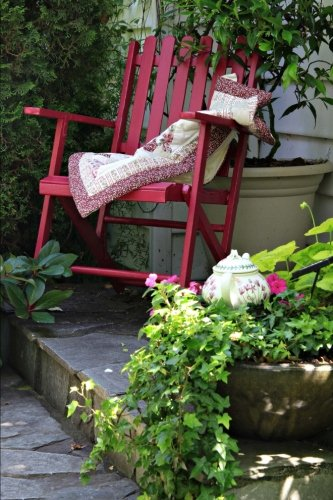 Relaxing in the Back Garden in a Red Chair Journal: 150 Page Lined Notebook/Diary