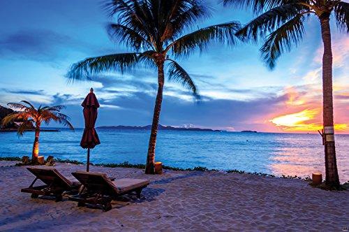 Crépuscule Coucher du soleil sur une plage entourée de sable et de palmiers Photo murale par GREAT ART XL Poster Décoration murale 140 x 100 cm