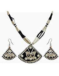DollsofIndia Black And White Bead Necklace With Pendant And Earrings - Wooden Bead - Black, White