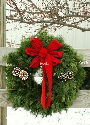 Wallmonkeys Peel and Stick Wall Graphic - Christmas Outdoor Wreath - 24