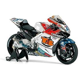【クリックでお店のこの商品のページへ】Amazon.co.jp   1/12 オートバイ No.108 1/12 LCR Honda RC211V '06 14108   ホビー 通販