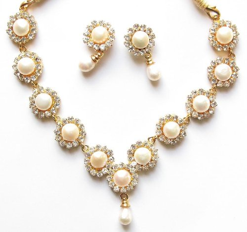 Elegant Fresh Water Pearl Necklace and Earrings