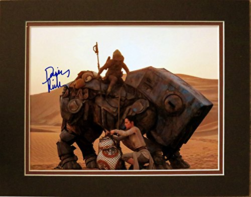 Disney Daisy Ridley Autographed Matted Photo as Rey in 2015 Star Wars: The Force Awakens