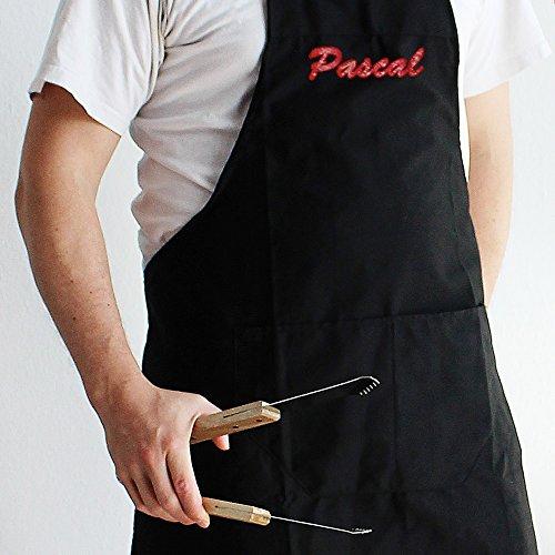 Grillschürze für Männer - Personalisiert mit Namen [ Schwarz ] - Küchenschürze mit verstellbarem Nackenband und großer Vordertasche