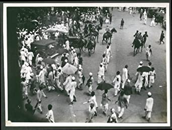 Police sowar lathi charge on unruly mob Town Hall Bombay photo 1930
