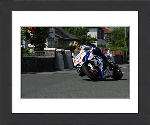 framed-print-of-guy-martin-suzuki-2013-southern-100