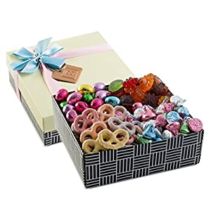Happy Easter, Assorted Sweets Benevelo Gift Box, Includes Hersheys Kisses, Solid Milk Chocolate Eggs, Spring Yogurt Covered Pretzels, Fruity Gummy Flowers, 1.5 POUND Tray by Benevelo Gifts