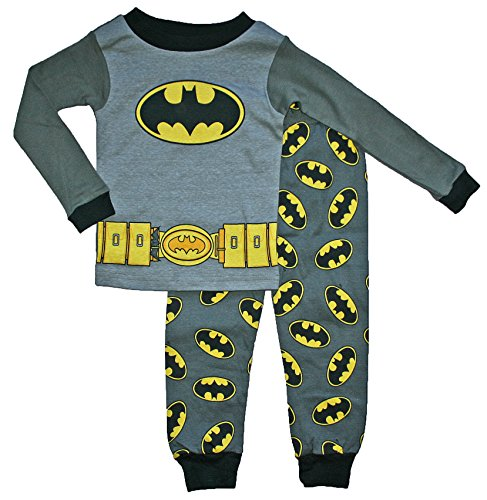 Boys Batman Pajamas Tips for selecting the perfect pair of Batman pajamas for boys Boys just love Batman pajamas with the cape. This is a great option for young boys and toddlers. The cape attaches at the shoulders with Velcro. Lego Batman is popular with toddlers and older boys. (Little boys know about Lego Batman from the toys.