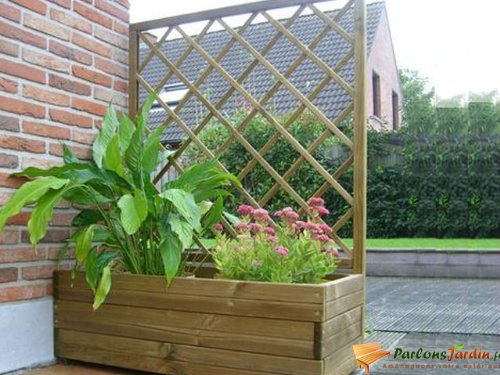 jardiniere en bois les bons plans de micromonde. Black Bedroom Furniture Sets. Home Design Ideas