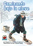 img - for Caminando Bajo La Nieve/The Snow Walker (Yo Solo Historia/on My Own History) (Spanish Edition) book / textbook / text book