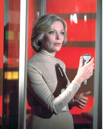 Moviestore Barbara Bain als Dr. Helena Russell in Space: 1999 25x20cm Farbfoto