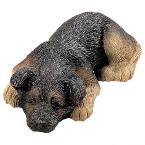 Sandicast Deutscher Schaeferhund Figur liegend schlafend