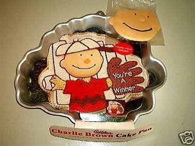 Wilton Charlie Brown with Baseball Glove or Football Player (2105-1317) Charles Schultz Retired (Charlie Brown Cake Pan compare prices)