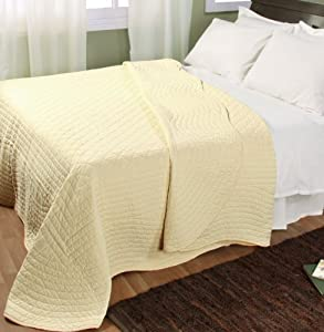 Homescapes Organic 100% Cotton Hand Quilted Bedspread - Pastel Lemon Yellow - Cream - Double Size - 240 x 260 cm - Scalloped Edge Reversible Throw - Washable 100% Cotton Filling.