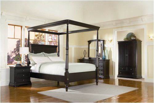 Canopy bedroom set, classic style