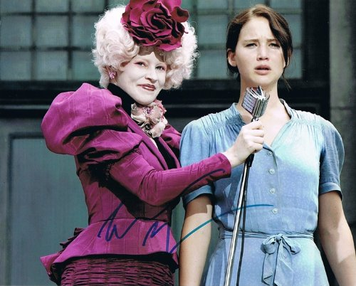 ELIZABETH BANKS - The Hunger Games AUTOGRAPH Effie Trinket Signed 8x10 Photo