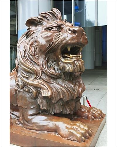 photographic-print-of-bronze-lion-sculpture-outside-hsbc-headquarters-central-hong-kong-island