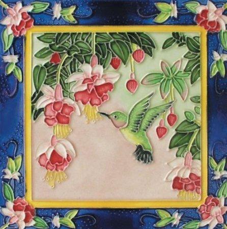 dancing-colibri-sobre-derecho-de-ceramica-decorativo