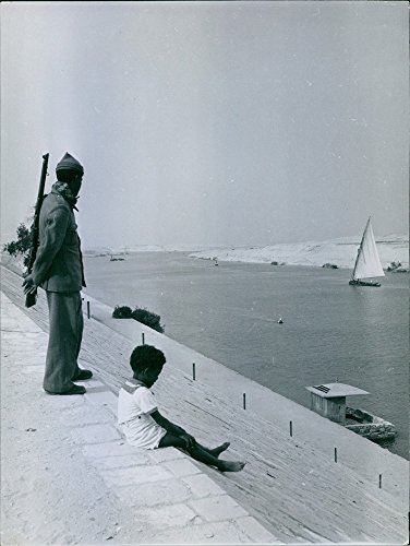 vintage-photo-of-a-guard-whose-task-is-to-ensure-that-no-deserter-try-to-escape-to-the-other-side-in