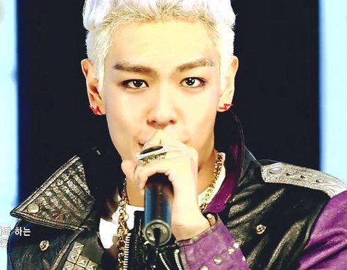 BIGBANG G-DRAGON,TOP イナズマモチーフピアス(レッド)【送料無料!】