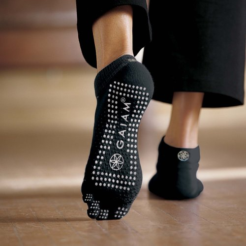 gaiam-grippy-yoga-socks-grey-medium-large