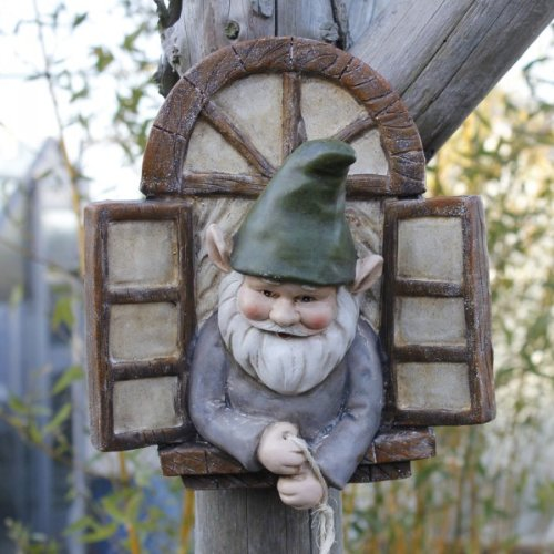 gnomes uk unusual wall mounted garden gnome ornament in. Black Bedroom Furniture Sets. Home Design Ideas