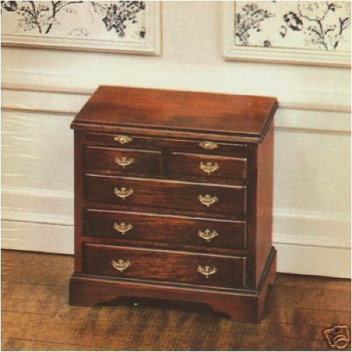 The House of Miniatures 40054 Bachelor's Chest/circa 1750