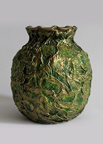 green-vase-with-golden-texture-for-one-flower-and-decor