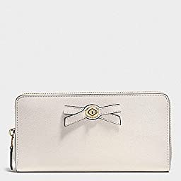 COACH TURNLOCK BOW ACCORDION ZIP WALLET IN PEBBLE LEATHER (F53415), CHALK