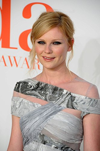 kirsten-dunst-wearing-a-rodarte-dress-at-arrivals-for-the-2009-council-of-fashion-designers-of-ameri