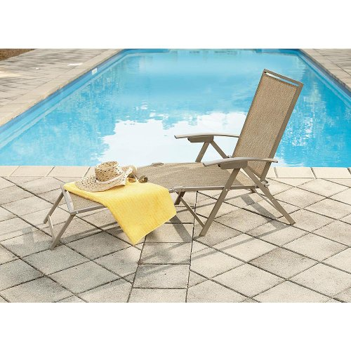 Garden Oasis Long Beach Matching Folding Chaise picture