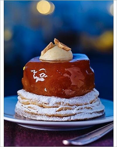 photographic-print-of-a-puff-pastry-cake-with-glazed-apple
