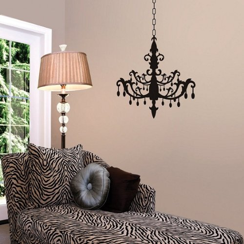 Room With Chandelier front-900479