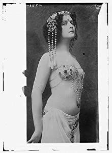 Belly dance performer Fritzi Schaffer as Salome