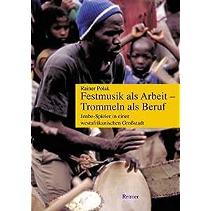 Festmusik als Arbeit, Trommeln als Beruf: Jenbe-Spieler in einer westafrikanischen Großstadt