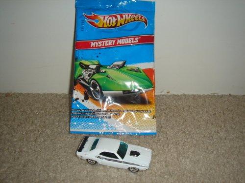 2011 Hot Wheels Mystery Models '71 Dodge Challenger White #3/24