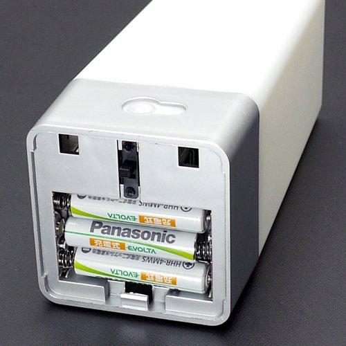 センサーフットライト・4LEDホワイト(PIR&光センサー搭載、単四電池3本駆動)