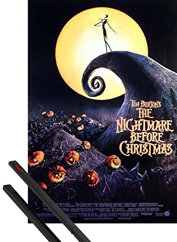 Poster + Sospensione : The Nightmare Before Christmas Poster (98x68 cm) Tim Burton e Coppia di barre porta poster nere 1art1®