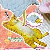 おやすみ猫ストラップ 【3.バンザイ(茶トラ白)×キルティング毛布】(単品)