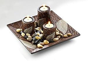 Décoration fade avec trois bougeoirs en bois