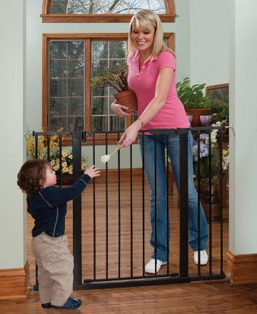 Kidco Tall & Wide Auto Close Gateway - Black front-18361