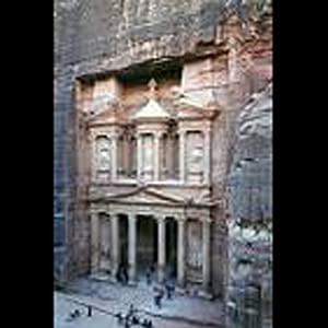 Petra, Jordon: Audio Journeys Explores the Ancient Pink City of the Desert | [Patricia L. Lawrence]