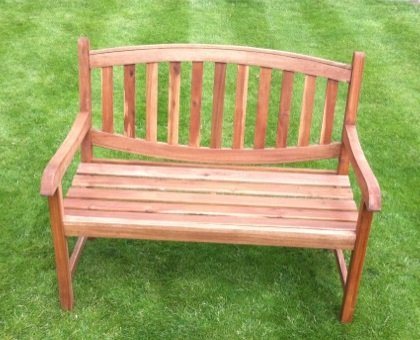GARDEN BENCH IN SOLID HARDWOOD CURVED TOP PATIO FURNITURE SEAT OUTDOOR SEATING.
