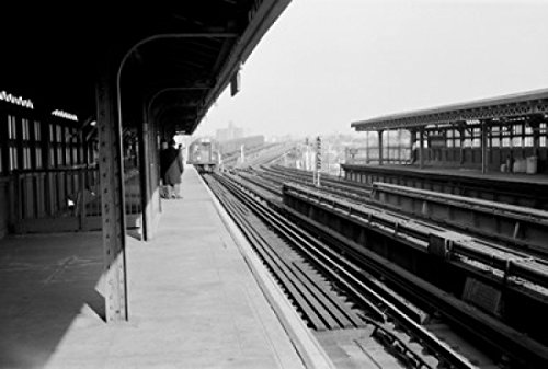 USA, New York State, New York City, The Bronx, Elevated section of subway at Queensboro Plaza Poster Print (18 x (Bronx Plaza)