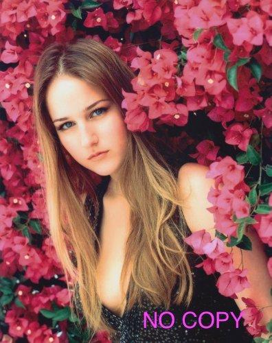 SP:大きな写真、リリー・ソビエスキー、花の中から