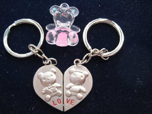 KBF52003 Split Heart keychain with a cute hand painted bear - Gift for couples