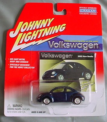 Johnny Lightning Volkswagen 2002 New Beetle NAVY